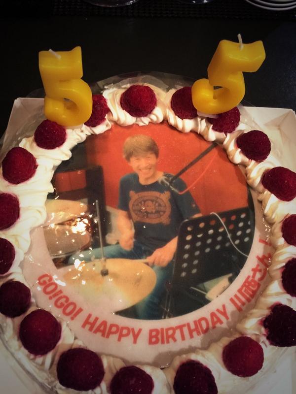 本日のバースデーケーキはこんな感じでした。あとでみんなでいただきます。改めて川西さん、55歳のお誕生日おめでとうございますー。 #ysk_jp http://t.co/wPG4Bvg5yc