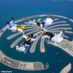 Inspirational… UAE #skydivers jump over #ThePalm :) #Dubai http://t.co/8ZKHt0ns4z