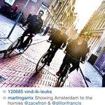 kunt gij u voorstellen da ge gewoon in amsterdam wandelt en ineens fietst zac efron voorbij?????? http://t.co/8cetdxSwJR