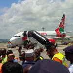 RT @airlivenet: BREAKING Kenya airways flight from india with 200 passengers made an emergency landing low fuel http://t.co/LokVJYTP3D via @PwaniTraffic