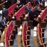 RT @HromadskeTV: Обговорюють можливість голосування військових в #АТО З Ради почали зникати депутати. #рада7 http://t.co/eNslBuDNLf