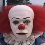 RT @Le_Figaro: Un des clowns inquiétants qui terrorisent Douvrin, une ville du Pas-de-Calais, arrêté >> http://t.co/w78r90FTIl http://t.co/UlBItR9BcC