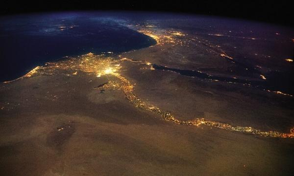 Astronaut Chris Hadfield's amazing photos from space http://t.co/Iqyxkd9Ne0 (pictured: the river Nile) http://t.co/nob12eNDOG