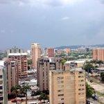 RT @_oscaralejandro: Así se ve #Valencia a esta hora desde la Torre de Control de @Woao88unofm http://t.co/bQfdHnqtdY