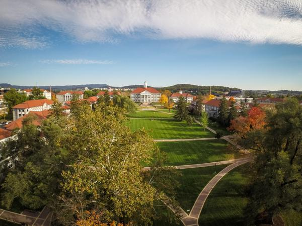 Fall colors at #JMU. http://t.co/wE9QKAMW8I