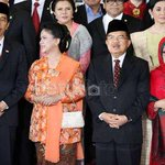 Irna Mutiara Berharap Jokowi Bisa Jadikan Indonesia Kiblat Fashion Muslim http://t.co/s9SFj0gM4Q via @wolipop http://t.co/fBcw9UawWt