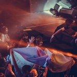 RT @HromadskeTV: Вчора на концерті Бумбокс в Мінську,фанати розгорнули прапор України. Вокаліст подякував за підтримку і потиснув руку http://t.co/tehXdySZH6