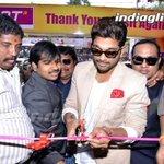 #AlluArjun Launches @Lotmobiles Showroom At #Vijayawada @alluarjun__ More Images --> http://t.co/ilpKL4Kn9p http://t.co/PQyajE70DM