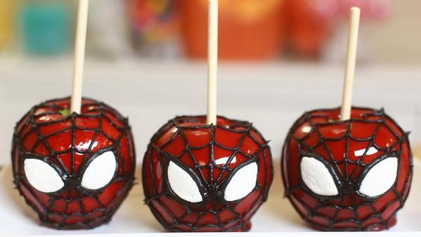 Spiderman candy apples! http://t.co/eKnGEt6n6f #diy #geeky #treats #Halloween2014 http://t.co/25pvlqwlCv