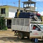 Captan a sobrino del gobernador, Angel Aguirre, guardando ayuda para damnificados d Costa Chica en su casa d Ometepec http://t.co/HiNsRZ1VMs