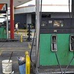 RT @elimpulsocom: #20Oct Llenar el tanque de gasolina ya no es tan fácil en Venezuela (Video) - http://t.co/d5fpxNDvxs | http://t.co/VRDMZAPrkK