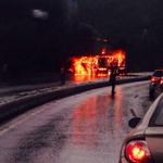 RT @UNoticias: FOTOS | Se incendió gandola en la Caracas- La Guaira http://t.co/o5x1Q6aZce http://t.co/F6DyRaRqC8
