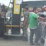 RT @GENTE4GTQLLO: No hay gasolina en nuestro Tinaquillo, que sucede con esto?? Como es posible que solo surtan 30lts por carro? http://t.co/oOrhfWFzt1