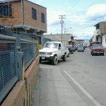 """IMAGEN: #20Oct #Lara - La gran cola en #Sanare por gasolina... """" Vía @ArellanoCarlos. #Barquisimeto http://t.co/MJtkEDkowH"""