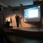 klasse vortrag! RT @webmontag_hb: Die 5 Wege des Fakens. Präsentiert von @mklawonn #wmhb http://t.co/yLtrHThs4Y