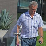 Kings coach Darryl Sutter stops by Voynov home Monday after players arrest on DV charges. @DailyBreezeNews #kings http://t.co/d1RxDEZmur