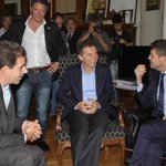 Honrado de recibirte y acompañarte @cuervotinelli, Personalidad Destacada de la Cultura en @LegisCABA @mauriciomacri http://t.co/GFcuVAozGN