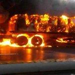 """via @Miranda1001_Fm: Via: @serranojackson: """" Colapsa el tránsito en la vía Caracas-La Guaira por GANDOLA incendiada http://t.co/vyn45jujo9"""