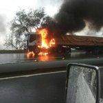 RT @trafficVARGAS: via @margareth2006: GANDOLA quemandose subiendo ccs-lguaira despues del primer túnel.Tomen precauciones http://t.co/w39DkXMhfP