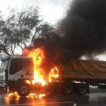 RT @trafico_gv: Tráfico congestionado en la Caracas - La Guaira por gandola incendiada http://t.co/ctLdVFI39x http://t.co/I0n7Kg4AzO