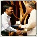 RT @namrata2810: Arvind sir receiving Ramon Magassay Award.....#KejriwalFirSe http://t.co/jpx5kCQA5d