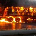 RT @2001OnLine: Colapsa el tráfico en la vía Caracas-La Guaira por gandola incendiada http://t.co/eDs2NTs4O4 http://t.co/BfRh8EBnic