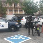 Policía espera al magistrado suspendido Moncada Luna. @EstrellaOnline http://t.co/JbmzefIgE0