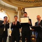Orgulloso de acompañar a @cuervotinelli iniciativa d @omoscariello que lo declara Personalidad Destac de la Cultura http://t.co/O7Pjp2vg6Q