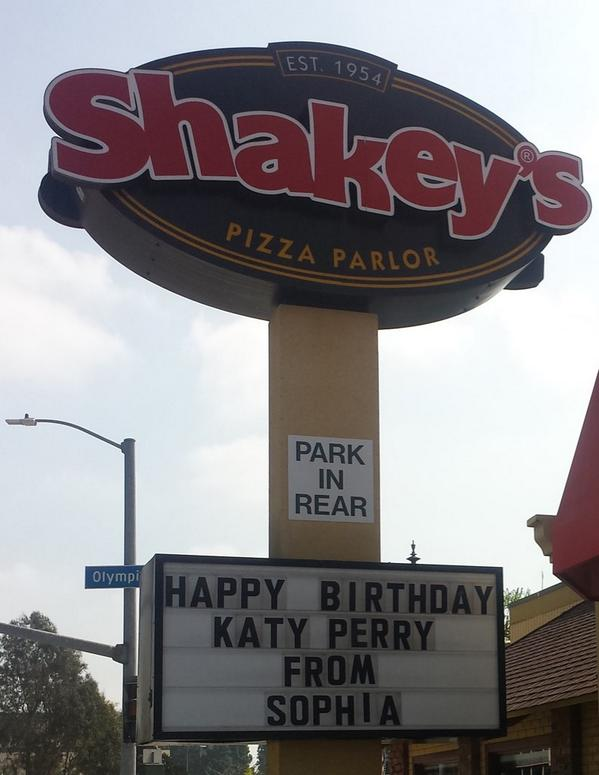 HAPPY EARLY BIRTHDAY DESPERATE @katyperry http://t.co/DAht5xQb7P