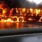 via @carmyelins: Trancada la Autopista Caracas la Guaira quema total de GANDOLA http://t.co/TrJ9kypLVt #trafficVzlaSiempreContigo