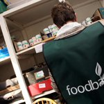 Food parcels are being handed out in more affluent parts of #Nottingham a food bank has said. http://t.co/obhmELdLmS http://t.co/yzPm4HHr07
