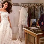 One of the last pics of Oscar de la Renta is one of the most memorable..wedding gown fitting w Amal Clooney in Vogue) http://t.co/EQ8cghp3MW