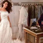 RT @melaniebromley: Oscar de la Renta fitting Amal Clooney for her wedding dress. One of his last photos. #RIPOscardelaRenta http://t.co/f2K6PvmuyS