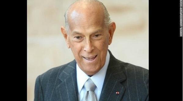 Designer Oscar de la Renta dressed first ladies, movie stars, brides. He has died at age 82. http://t.co/2TV1ya4Xty http://t.co/h8xIzEEFgx