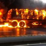 En imágenes: Gandola se incendió en la Caracas – La Guaira http://t.co/SAyvb89HJy http://t.co/5RWG4uHodM