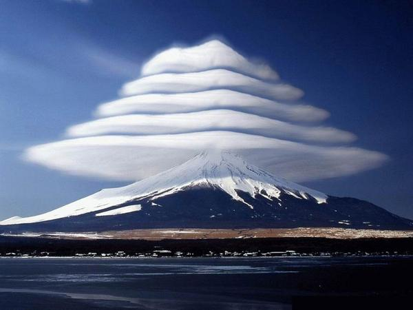 Lenticular clouds over Mount Fuji: http://t.co/12MOOBP9SZ