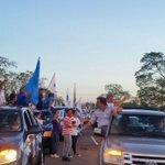 .@luislacallepou @jorgewlarranaga @alianzauy el equipo del @PNACIONAL en la caravana de Salto http://t.co/v0s5GybrMo
