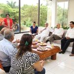 En @AcapulcoGob recibimos la visita del cónsul de Perú, Alfredo Tejada http://t.co/dJBuSlnl29 http://t.co/6nBOBLH1o2