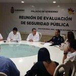 RT @Guerrero_Cumple: El gobernador @AngelAguirreGro en reunión de evaluación de Seguridad Pública en Palacio de Gobierno de #Guerrero. http://t.co/VUHYvKlVPl