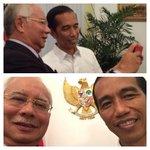 Cool! PM @NajibRazak #selfie dgn Presiden @jokowi_do2 smlm. http://t.co/ltJ8JTB2oC