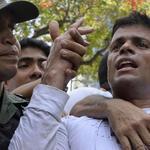 RT @SuNoticiero: Leopoldo López no podrá recibir visitas de terceros en Ramo Verde http://t.co/gUqBlw1zTo http://t.co/R9Eny20844
