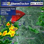 RT @SamArgierKIRO7: Heavier rain is moving into #Seattle right now. #wawx http://t.co/uiJFMoCmJq