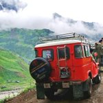 18 die as jeep falls into gorge in Neelum Valley #Kashmir #Pakistan Details: http://t.co/kQpkBTef4f http://t.co/36PnXHtgzH