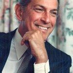 RT @eonline: RIP Oscar de la Renta: Hollywood pays tribute to the fashion legend. http://t.co/IX8I59BzNP http://t.co/NDEzwqQ2pz