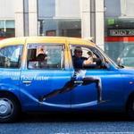 【新名物】ロンドンタクシーの広告が最近攻めすぎてると話題 http://t.co/8IyVthYTQe 黒くてレトロなデザインが代名詞だったけど http://t.co/5WnDNQVOJi
