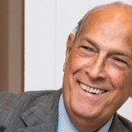 "RT @BBCr4today: Oscar de la Renta, who ""revolutionised the US fashion industry"", has died aged 82 http://t.co/TuGYfuYWlA"