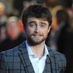 """Совершенно заросший Дэниэл Рэдклифф на премьере фильма """"Рога"""" в Лондоне http://t.co/AzxI8sS3xm"""