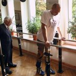 Paralysed man walks again after historic spinal cord treatment by British doctors http://t.co/CDuAoyn9cA http://t.co/wuC57JXBt2