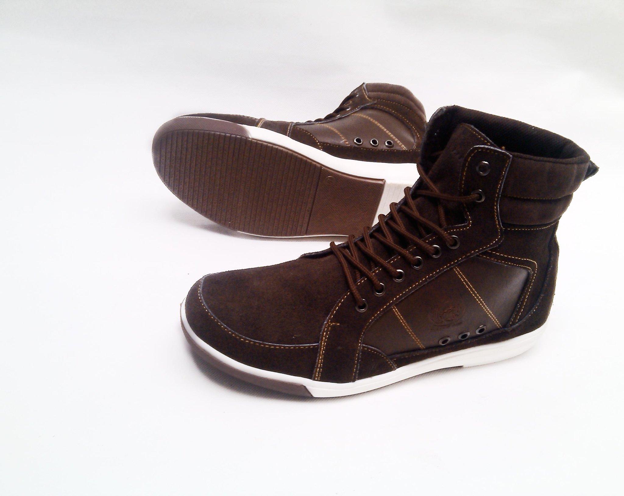 Hrg sepatu sneaker pria bahan kulit suede Rp 250rb http://t.co/4VMmmaAbnQ | #sepatupria99
