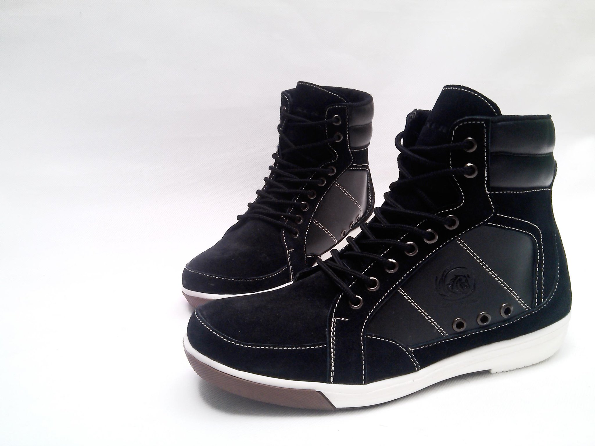Sepatu sneaker pria bahan kulit Rp 250rb http://t.co/ITxGqtjGfO #sepatupria99